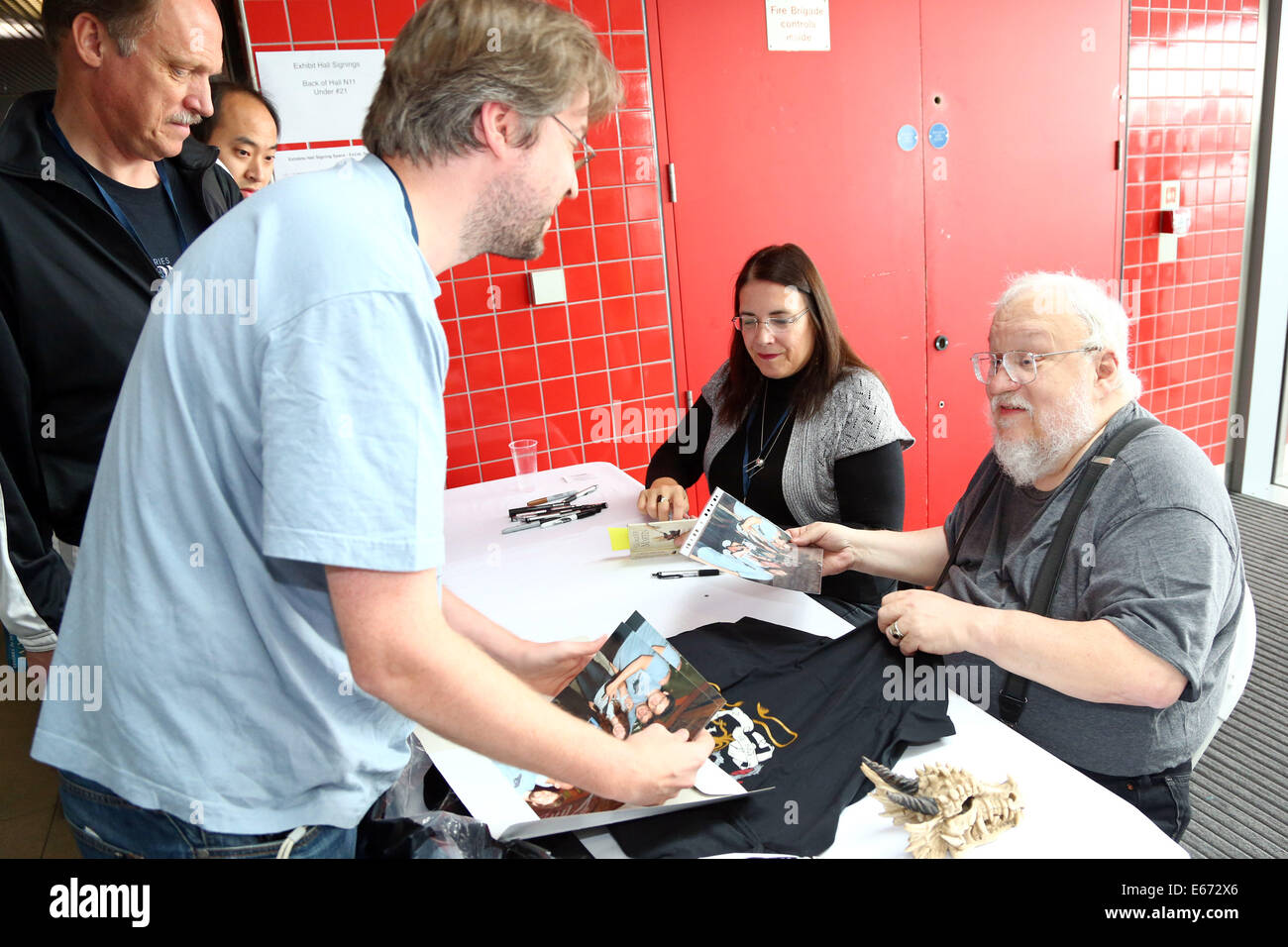 London, UK. 16th August 2014. Game of Thrones author George RR Martin book signing at Loncon 3 the 72nd World Science - Stock Image