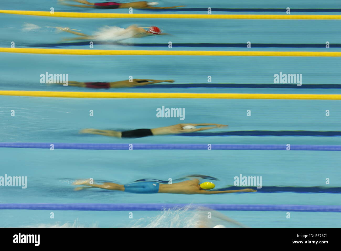Nanjing, China's Jiangsu Province. 17th Aug, 2014. Athletes compete in the Men's 400m Freestyle of Nanjing - Stock Image