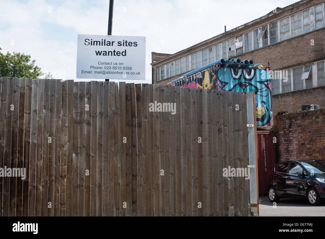 London Fields. Sign from property company saying 'Similar sites wanted'. - Stock Image