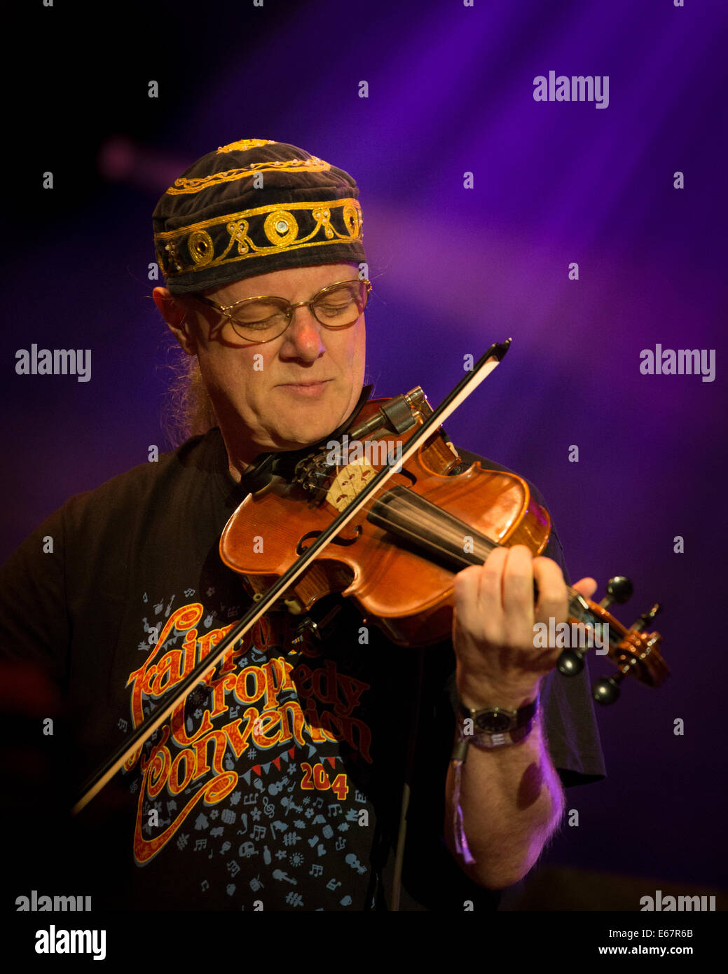 Ric Sanders of Fairport Convention playing a fiddle on stage at Fairport's Cropredy Convention 2014 - Stock Image