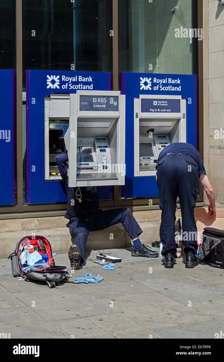Engineers working on a Royal Bank of Scotland ATM on Princes Street, Edinburgh, Scotland, UK. Stock Photo