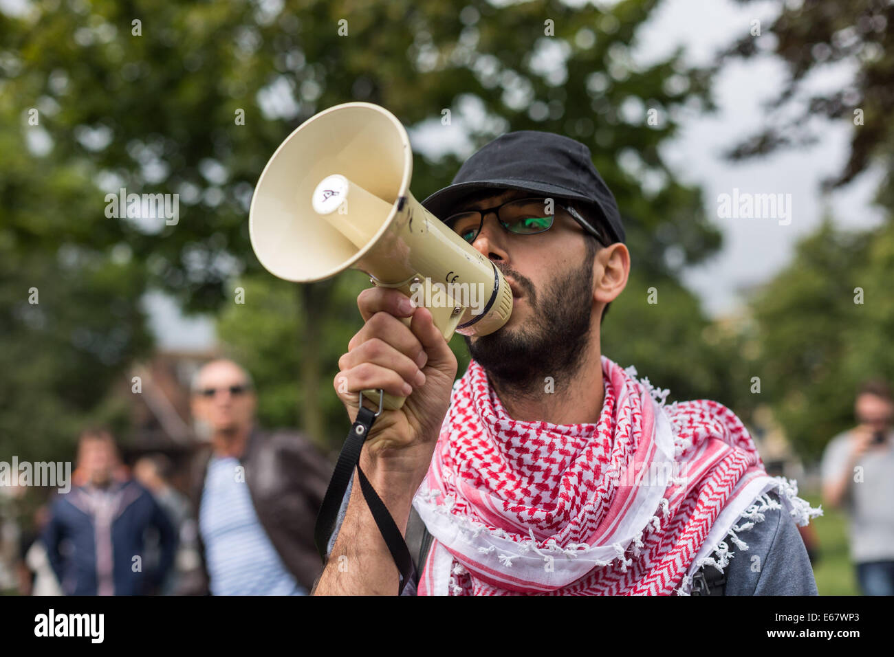 Brighton, UK. 17th Aug, 2014. Pro-Palestinian and Pro-Israelis clash in Brighton 2014 Credit:  Guy Corbishley/Alamy - Stock Image
