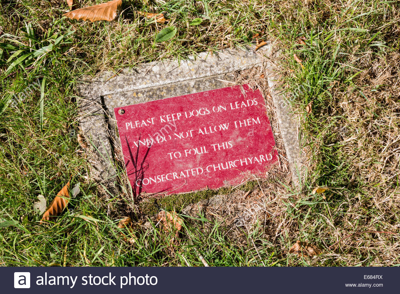 Notice to dog owners - Keep dogs on leads and no dog fouling notice in churchyard - Stock Image