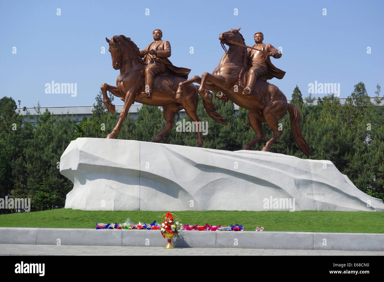Statue of Great Leaders Kim Il Sung and Kim Jong Il, Pyongyang, North Korea - Stock Image