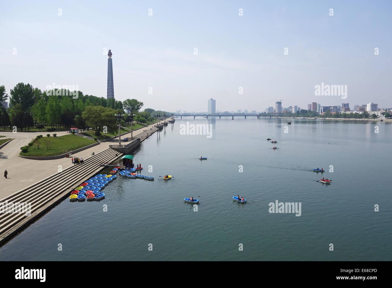 Taedong River, Pyongyang, North Korea - Stock Image