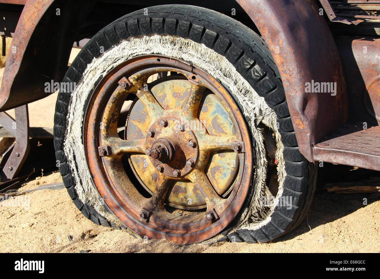 tyre wheel vintage antique old broken rusty - Stock Image