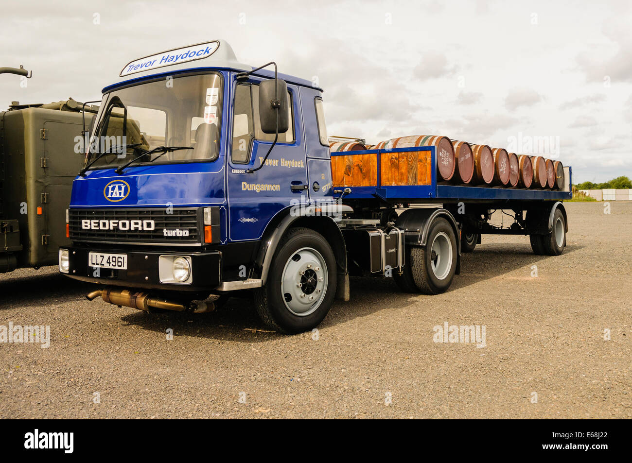 Bedford flat-bed  articulated lorry from the 1980s carrying whisky barrels from the Bushmills Distillery - Stock Image