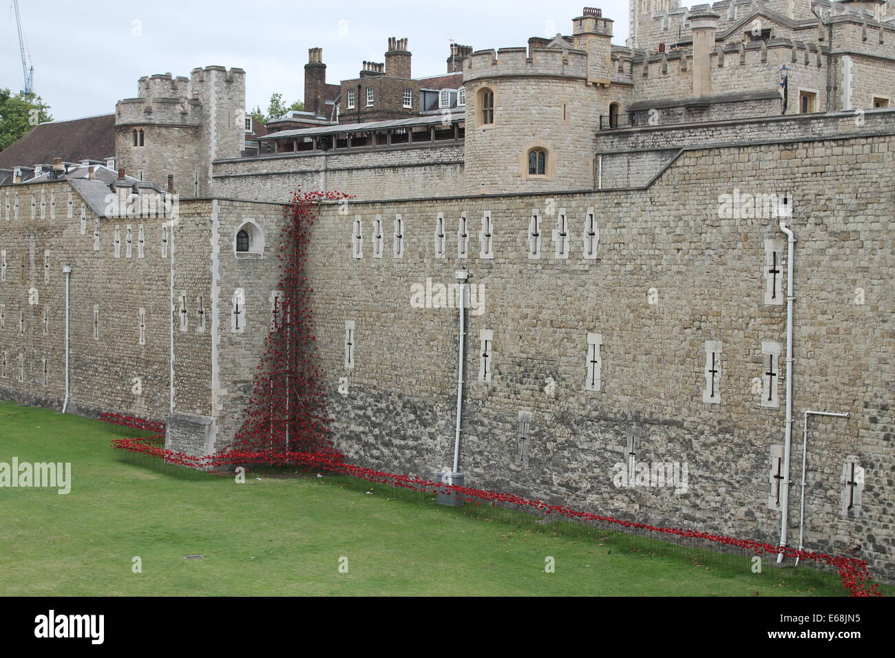 Tower of London - Blood Swept Lands and Seas of Red - Paul Cummins WW1 Centenary - Ceramic Poppies - Stock Image