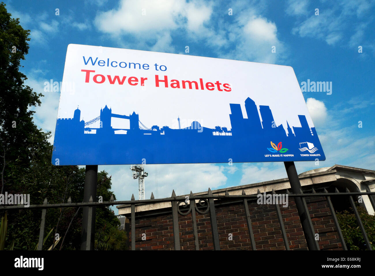 Welcome to Tower Hamlets billboard sign near the 'Tower of London' in the City of London England UK    KATHY - Stock Image