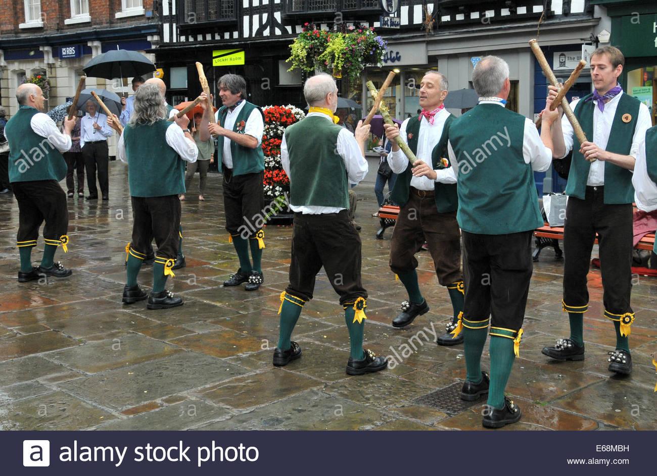 The Shrewsbury Bull & Pump Morris Men, Morris Dancing in the Square, Shrewsbury, Shropshire, UK - Stock Image