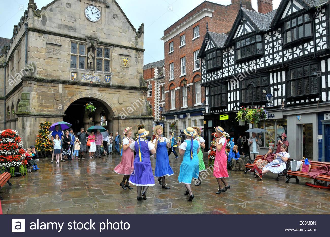 The Shrewsbury Lasses, Morris Dancing in the Square, Shrewsbury, Shroshire, UK - Stock Image