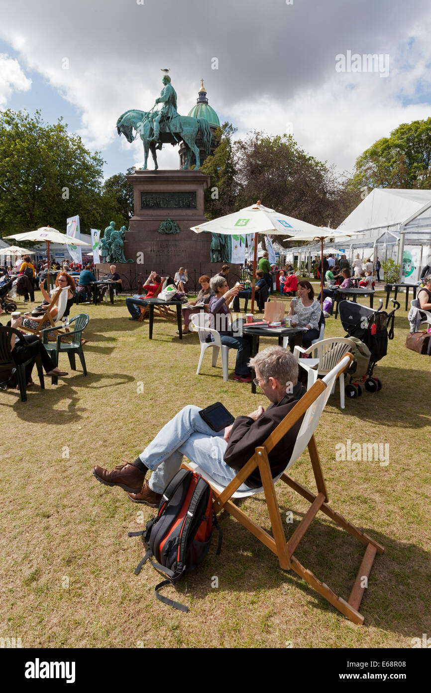 Edinburgh, Scotland, UK. 18th Aug, 2014. Visitors some sunshine at the Edinburgh International Book Festival 2014. - Stock Image