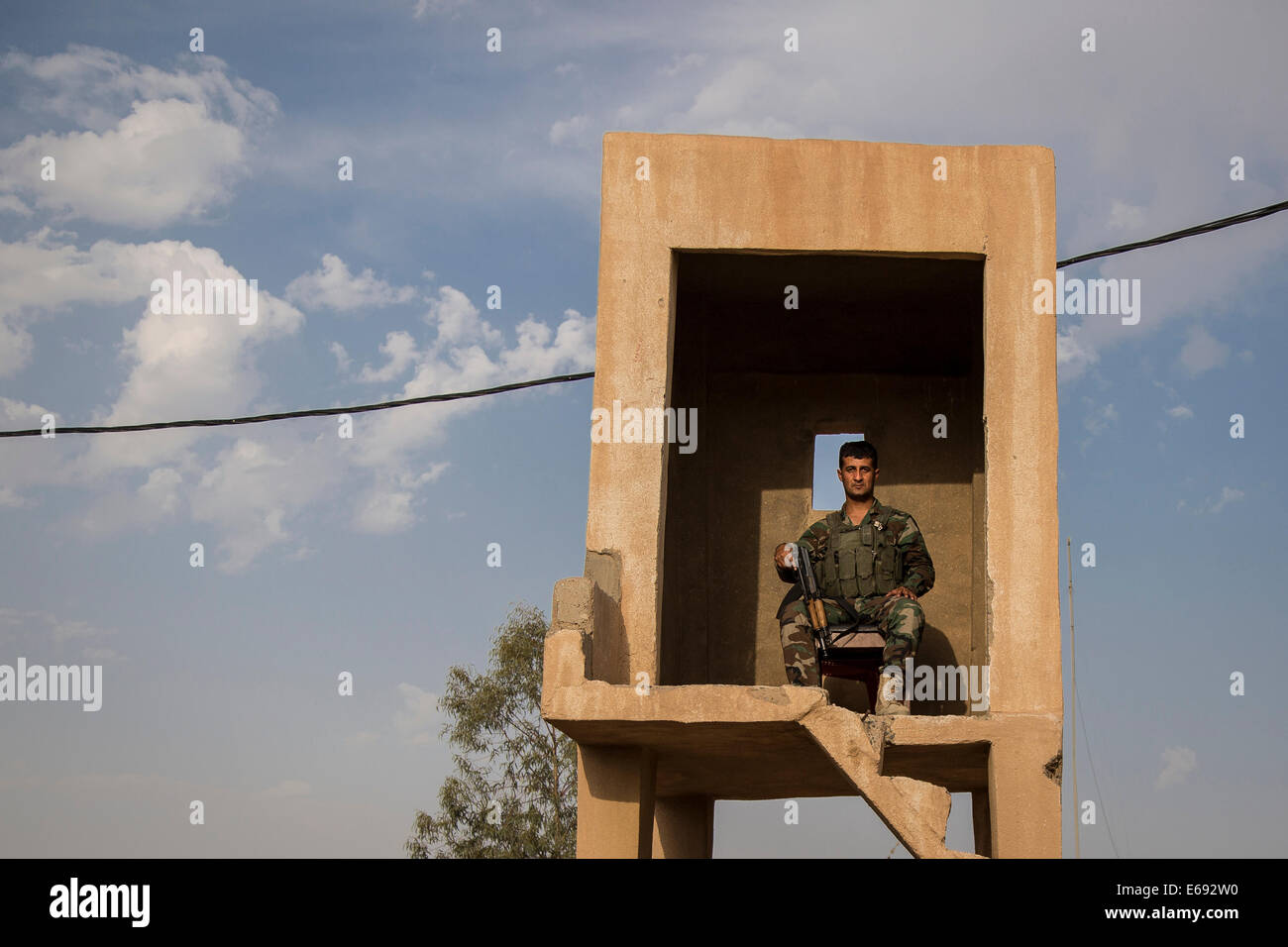 Makhmour, Northern Iraq. 18th Aug, 2014. A Peshmerga soldier is seen in a watch tower at the DPK Peshmerga base. Stock Photo