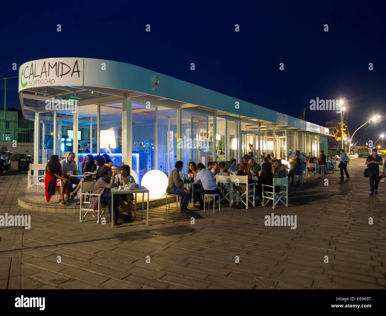 Lounge, bar at the fishing port, Piazza Fonderia, Palermo, Sicily, Italy - Stock Image