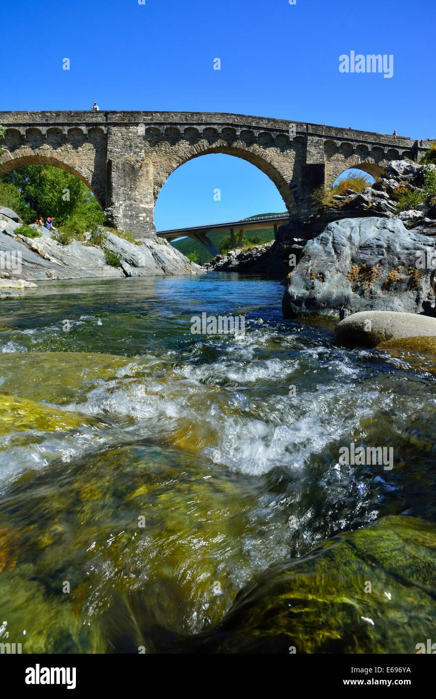 Old Genovese Bridge and the new dual carriageway bridge over the Tavignano River, near Altiani, Corte, Corsica, - Stock Image