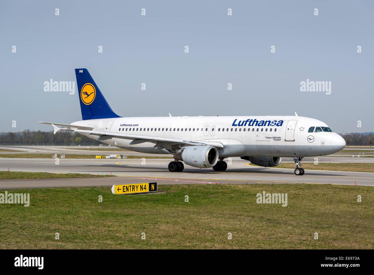Airbus A320-200 'Troisdorf' of the Deutsche Lufthansa AG, Munich Airport, Munich, Upper Bavaria, Bavaria, - Stock Image