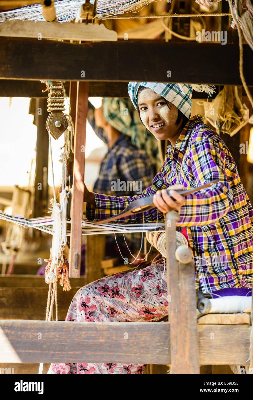 Asian girl weaving fabric - Stock Image