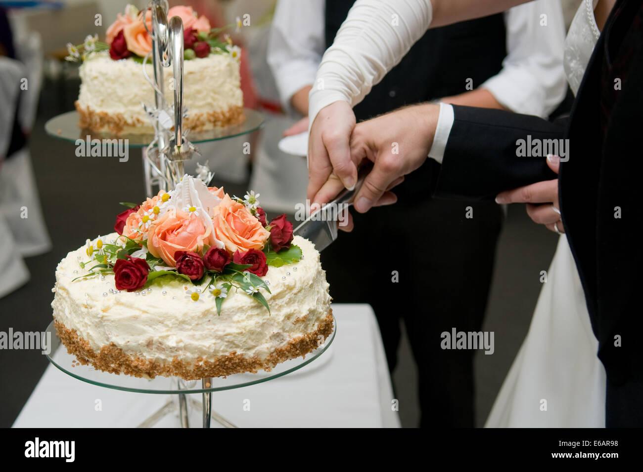 hochzeit torte schneiden