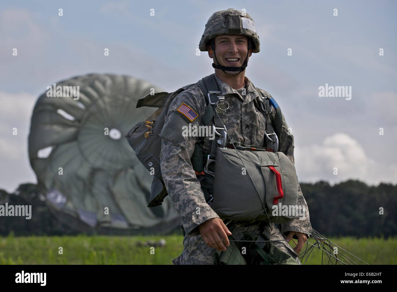 U.S. Army Sgt. Robert Hull, assigned to Joint Force Headquarters, Georgia Army National Guard, smiles after landing - Stock Image
