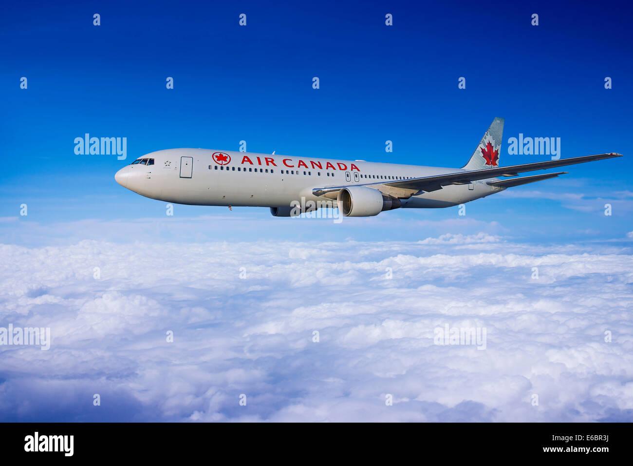 Air Canada Boeing 767-333 ER in flight Stock Photo