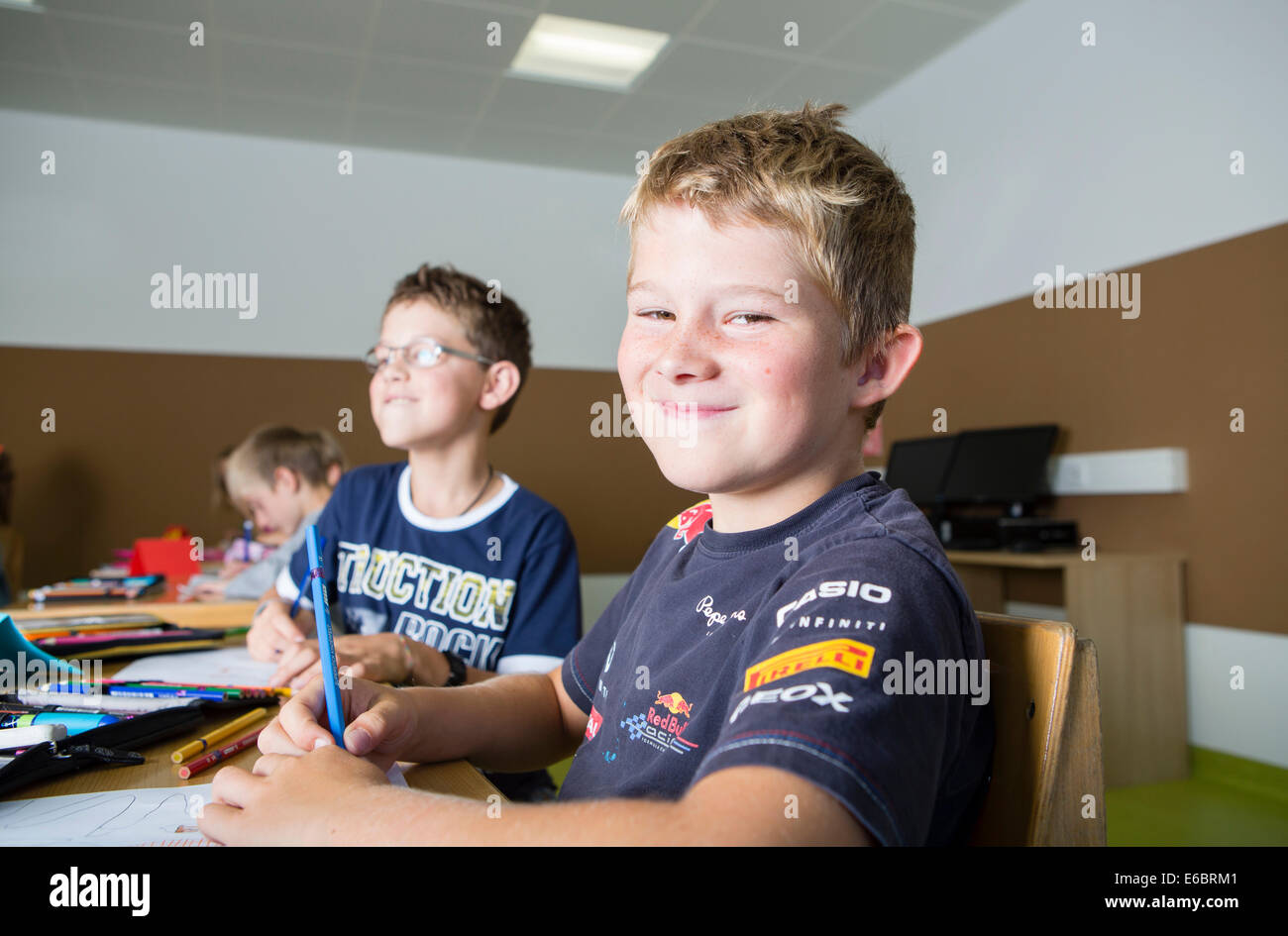 Children sitting in a primary school class during a drawing lesson, Reith im Alpbachtal, Kufstein district, Tyrol, - Stock Image