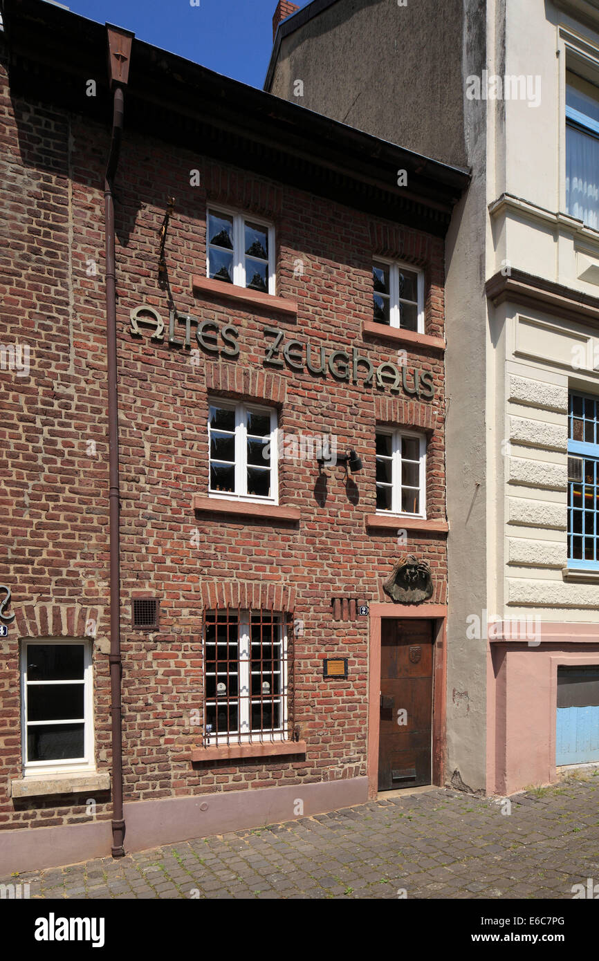 Altes Zeughaus am Abteiberg mit Karnevalsmuseum, Altstadt von Moenchengladbach, Niederrhein, Nordrhein-Westfalen - Stock Image