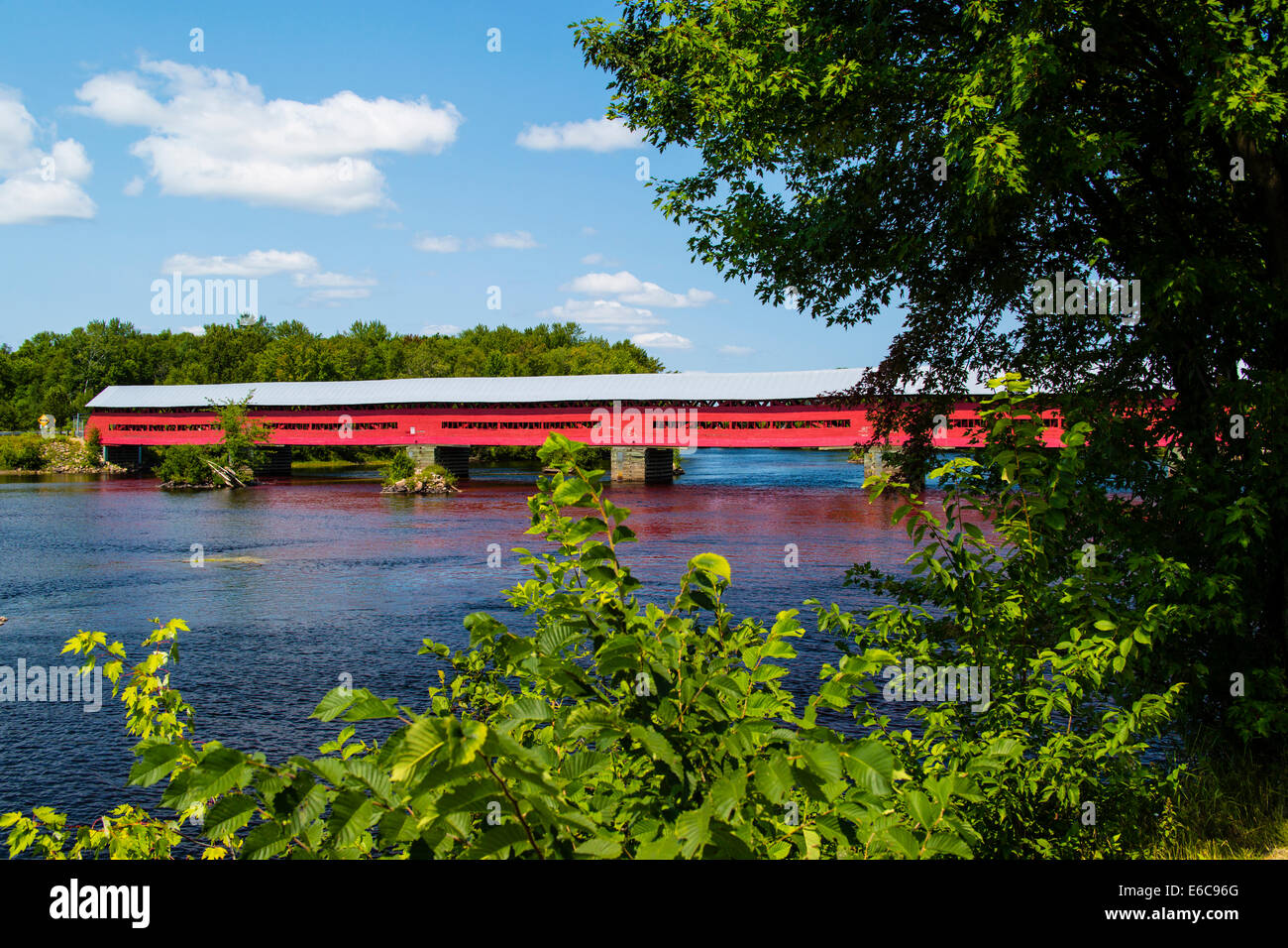 Covered Bridge over the River Coulonge at Mansfield-Et-Pontefract Quebec Canada - Stock Image