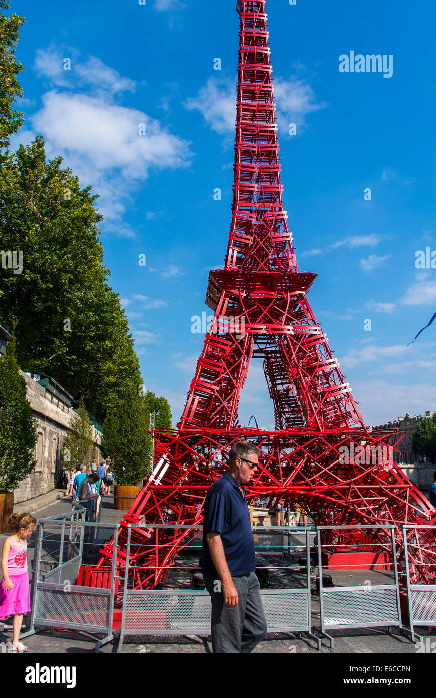 Paris, France, Tourists enjoying Public Events, 'Paris Plages', Urban Beach, Eiffel Tower Installation on - Stock Image