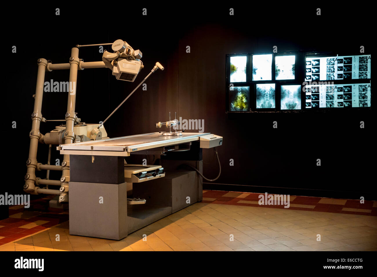 Massiot-Philips Polytome, multidirectional tomograph in the Dr Guislain Museum about the history of psychiatry, - Stock Image