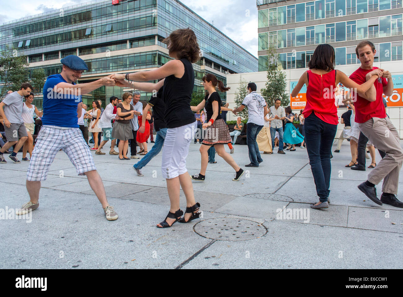 Paris, France, Tourists enjoying Public Events, 'Rock n Roll' Street Dancing, Bibliotheque Area, adult extracurricular - Stock Image