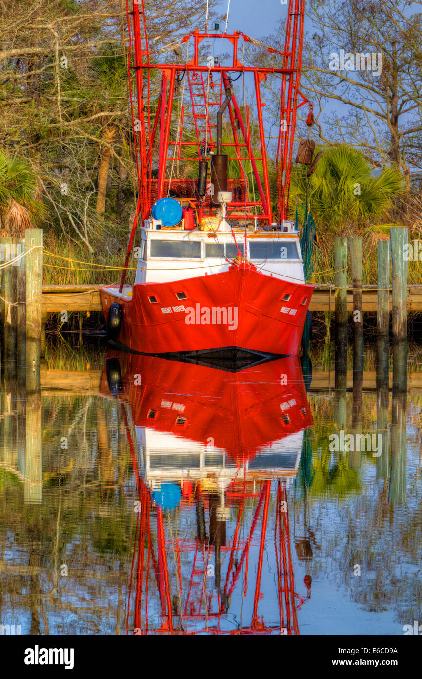 USA, Florida, Apalachicola, Red shrimp boat docked in harbor. - Stock Image