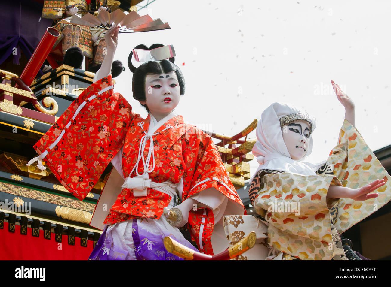 Children in costume in a Kabuki performance on a yatai (festival float) at Furukawa Festival, Hida-Furukawa, Japan. - Stock Image