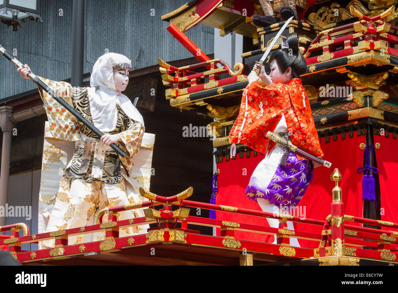 Children participating in a Kabuki performance atop a yatai (festival float) during Furukawa Festival, Hida-Furukawa, - Stock Image
