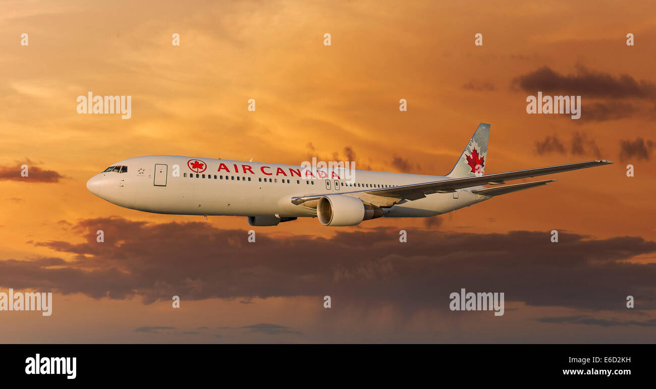 Air Canada Boeing 767-333 ER in flight at night Stock Photo