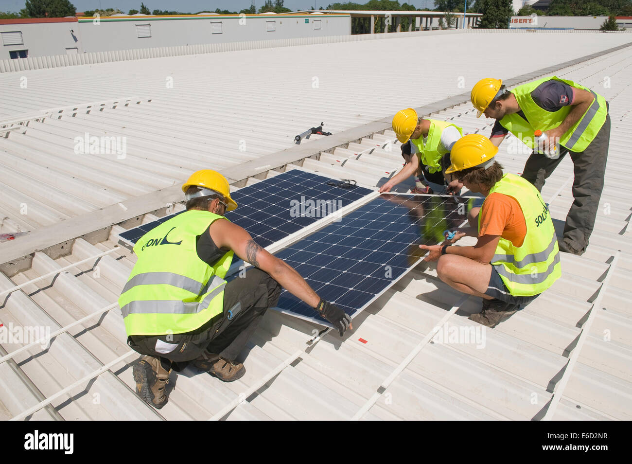 Installation of a solar system on a commercial building, Berlin, Germany - Stock Image