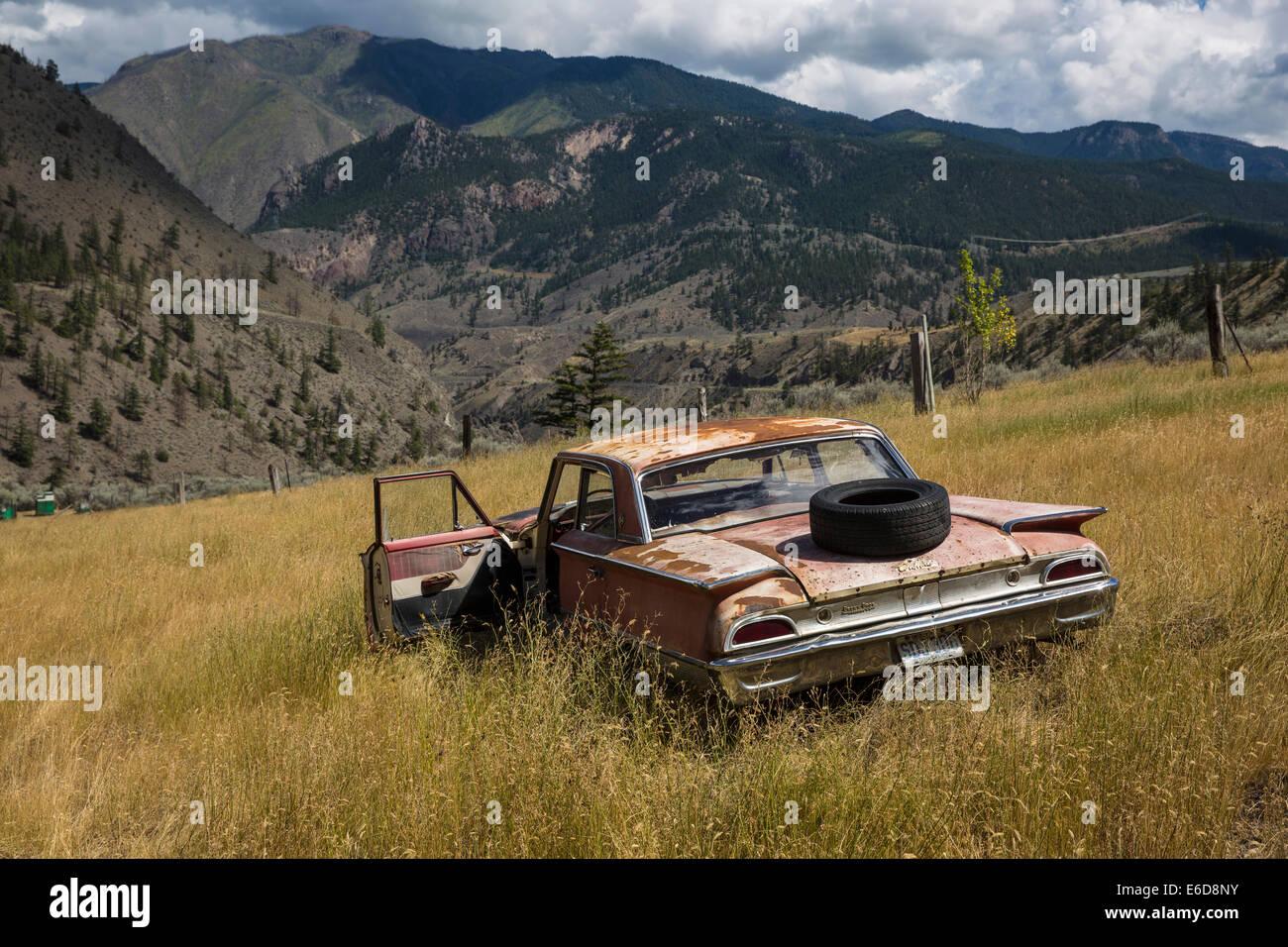 Canada, British Columbia, Rusted car at Cache Creek - Stock Image