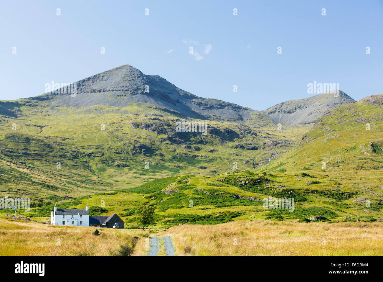 An isolated house beneath Ben More on the Isle of Mull, Scotland, UK. - Stock Image