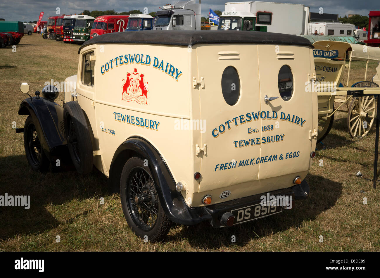 2e4ccdf7e1 1930s Morris 8 Van operated by Cotteswold Dairy - Stock Image
