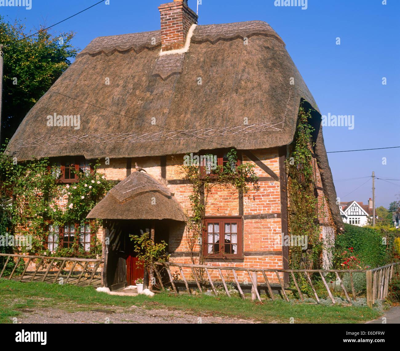 Thatched roof cottage Lyndhurst Hampshire UK - Stock Image