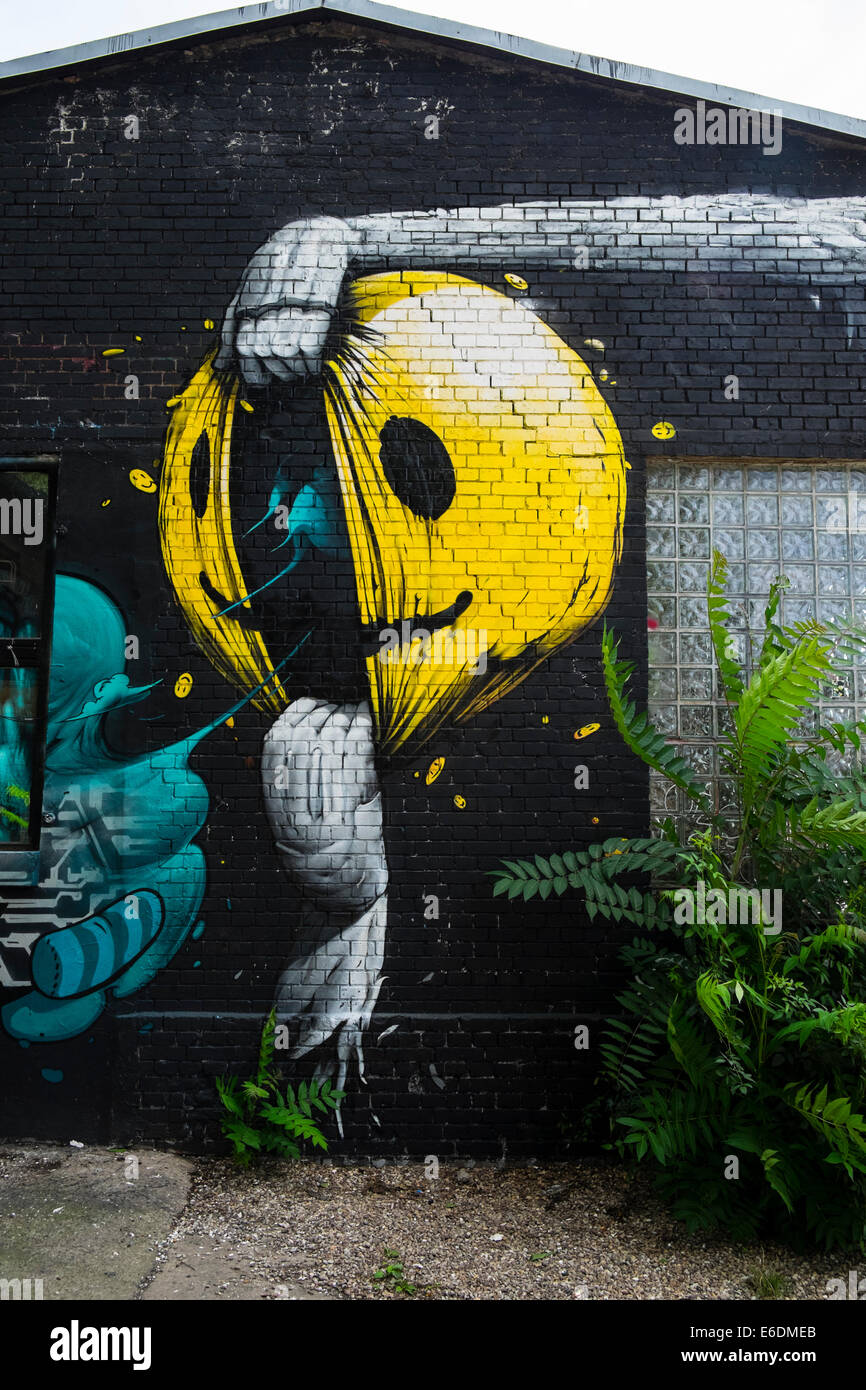 street art amongst derelict buildings in  Urban Spree bohemian culture district on 'Clubbing Mile ' on Revaler - Stock Image