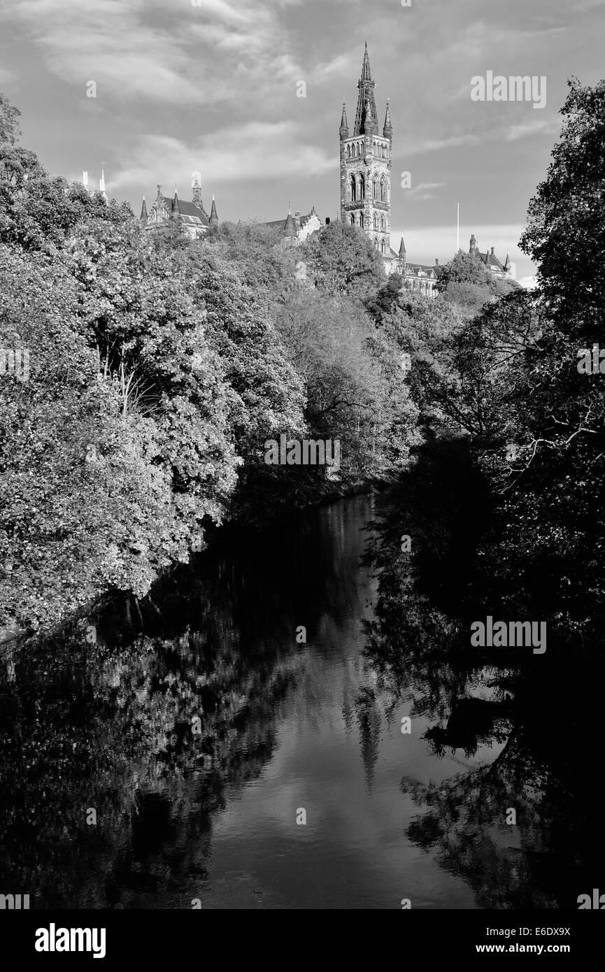 Black and white image of University of Glasgow bathed in autumn sunshine - Stock Image