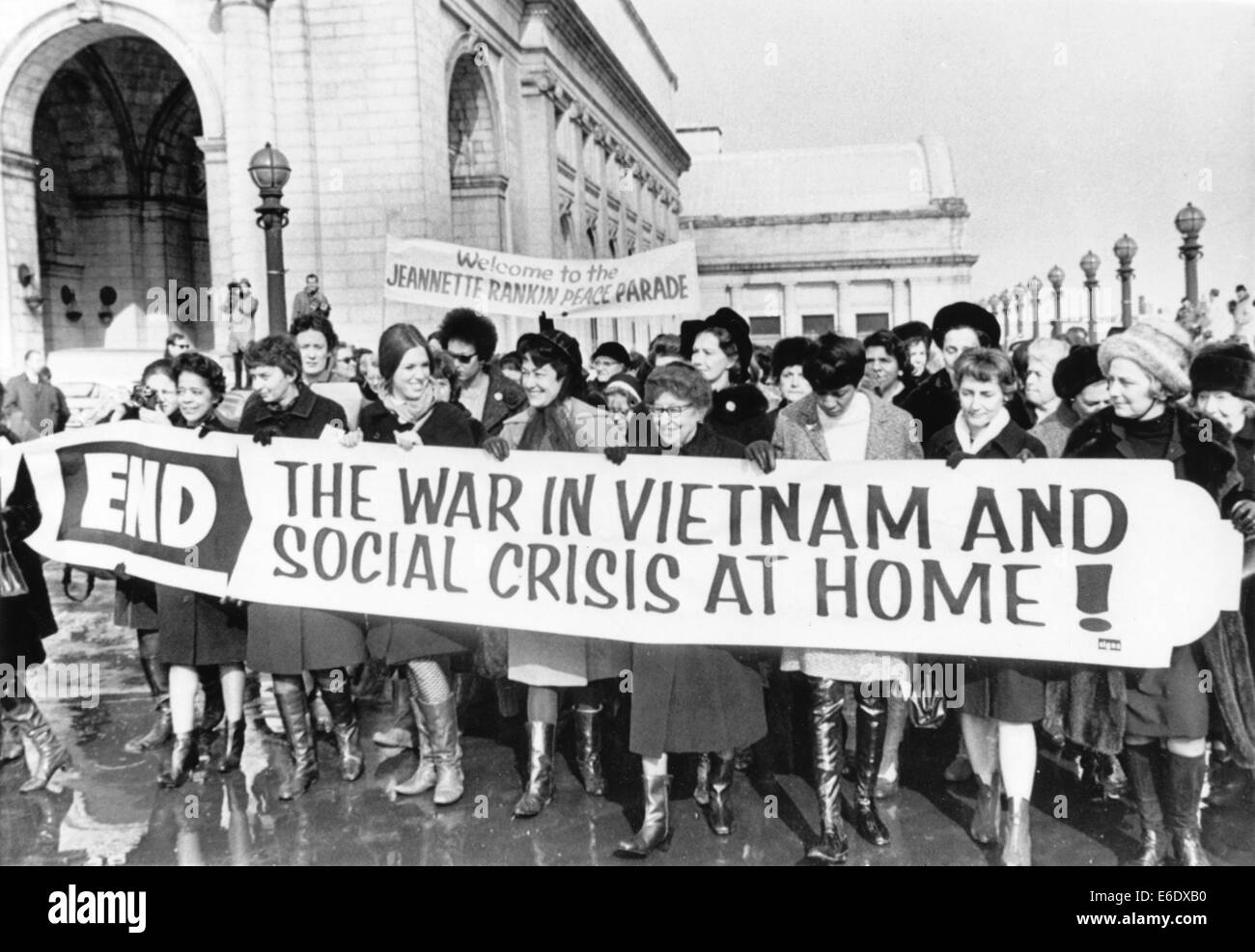 Crowd of Women including Jeannette Rankin (center with glasses), First Woman Elected to Congress, Protesting Vietnam - Stock Image