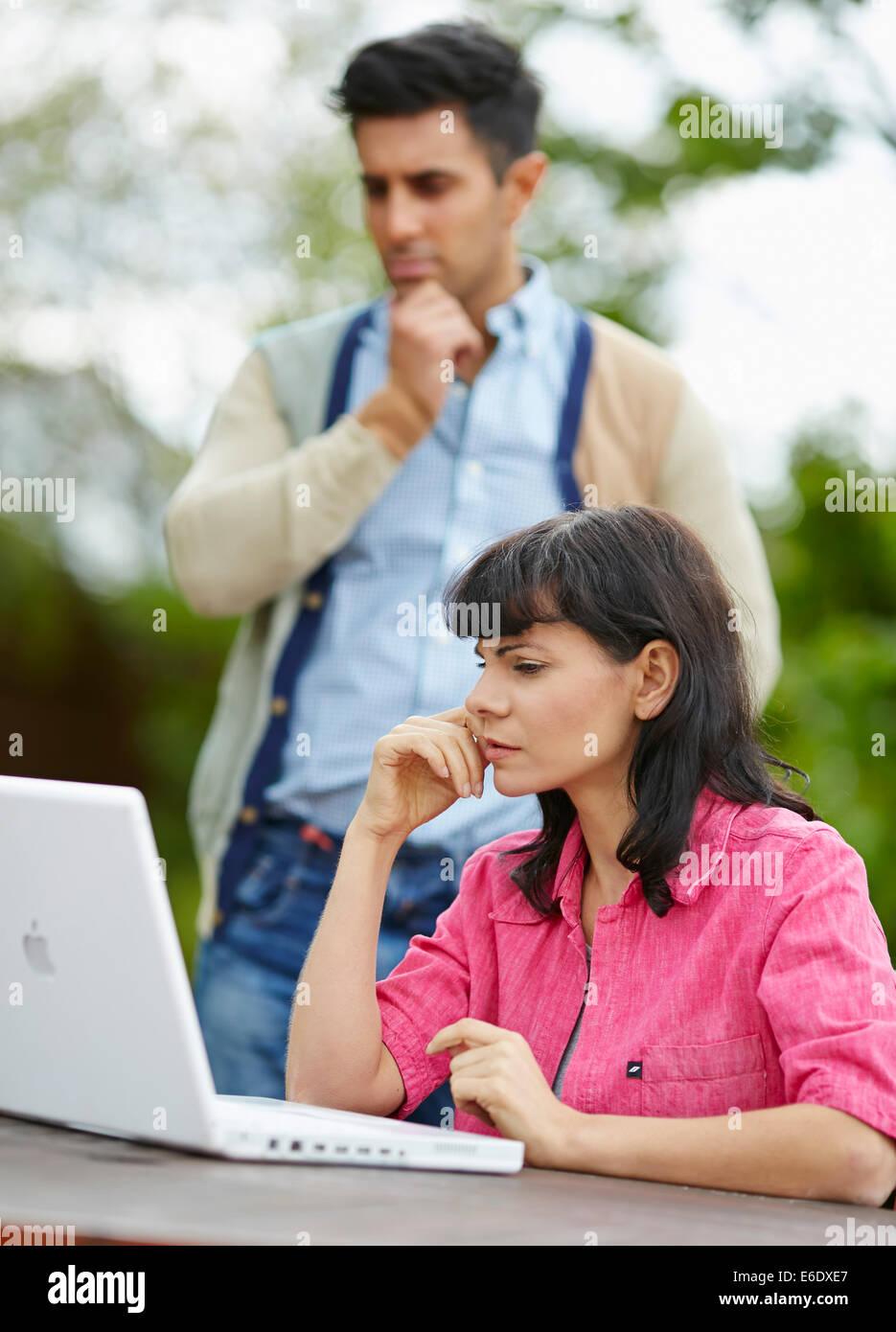 Couple looking worried - Stock Image