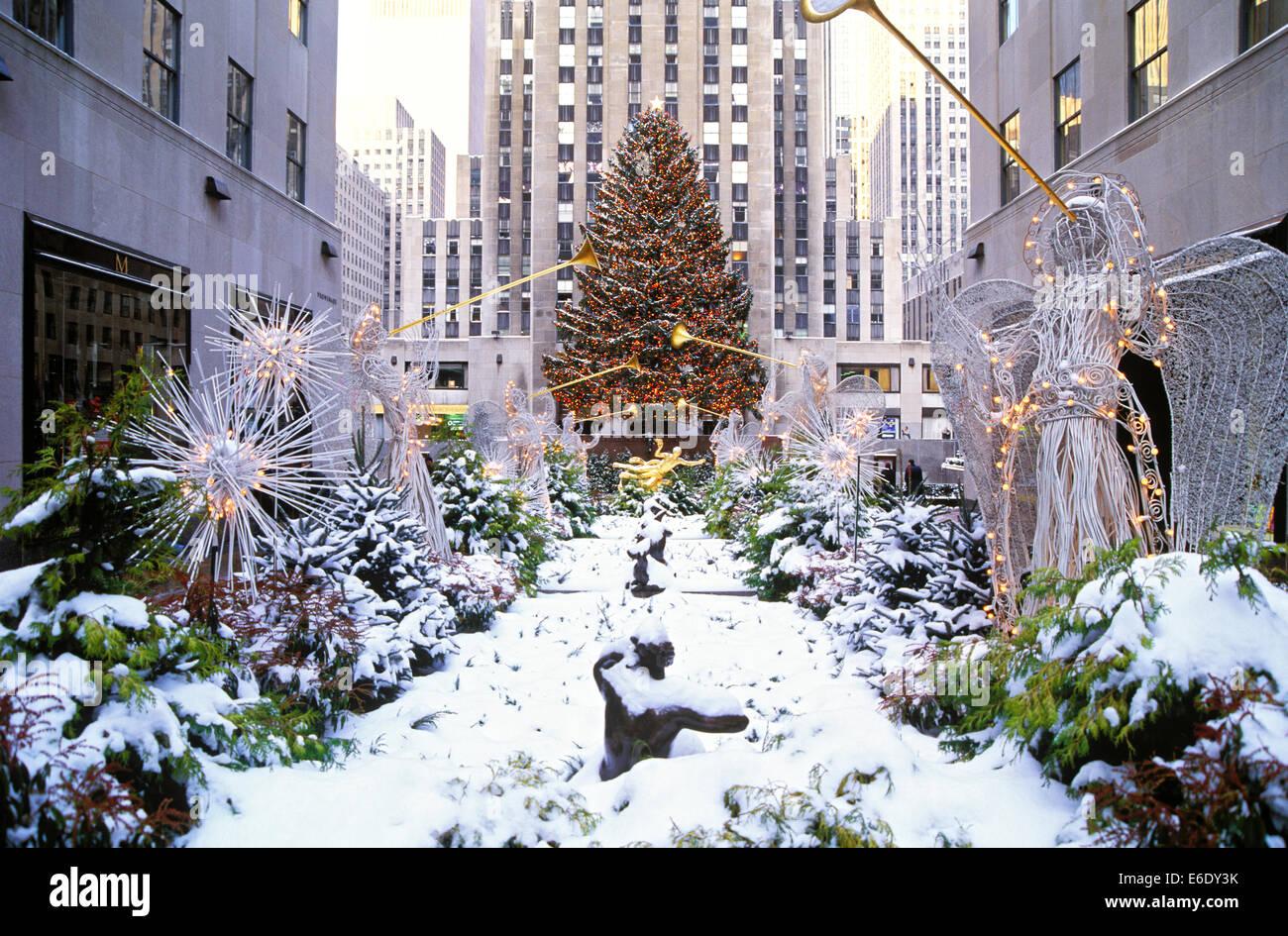 Christmas Tree, Rockefeller Center, Manhattan, New York, USA Stock ...