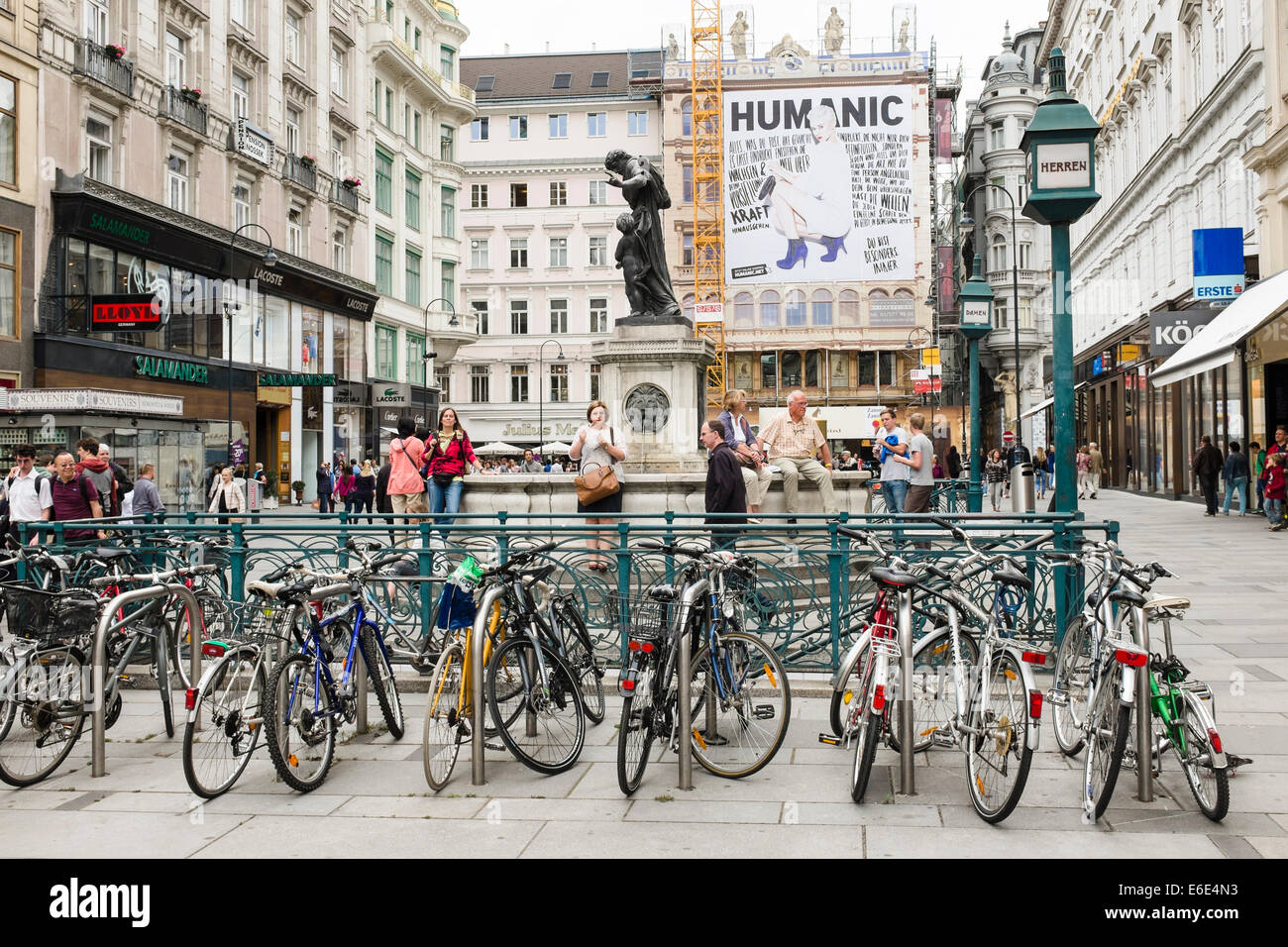 Graben, Vienna, toilet and bike parking - Stock Image