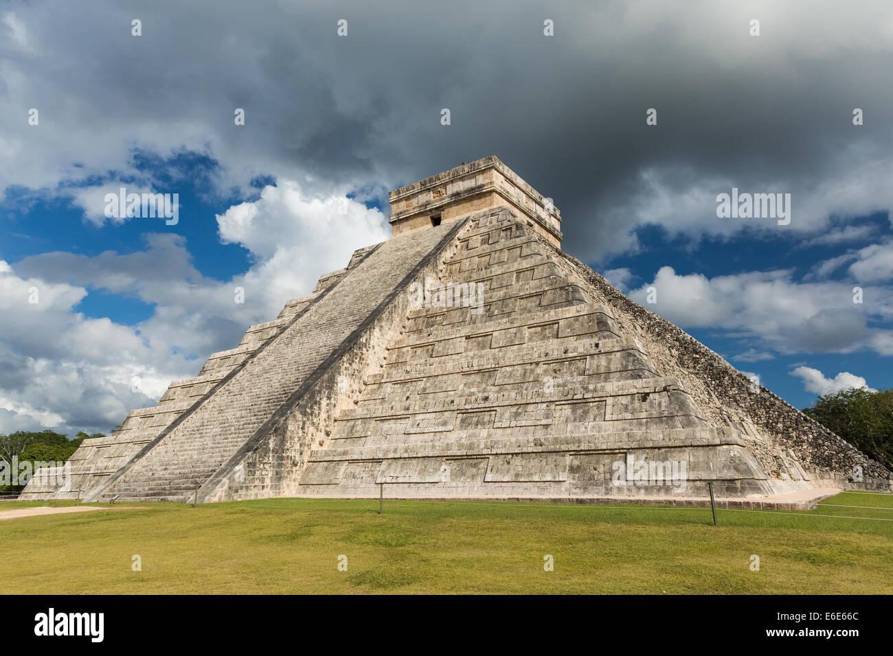 Pyramid of Kukulkan, Chichen Itza, Mexico - Stock Image