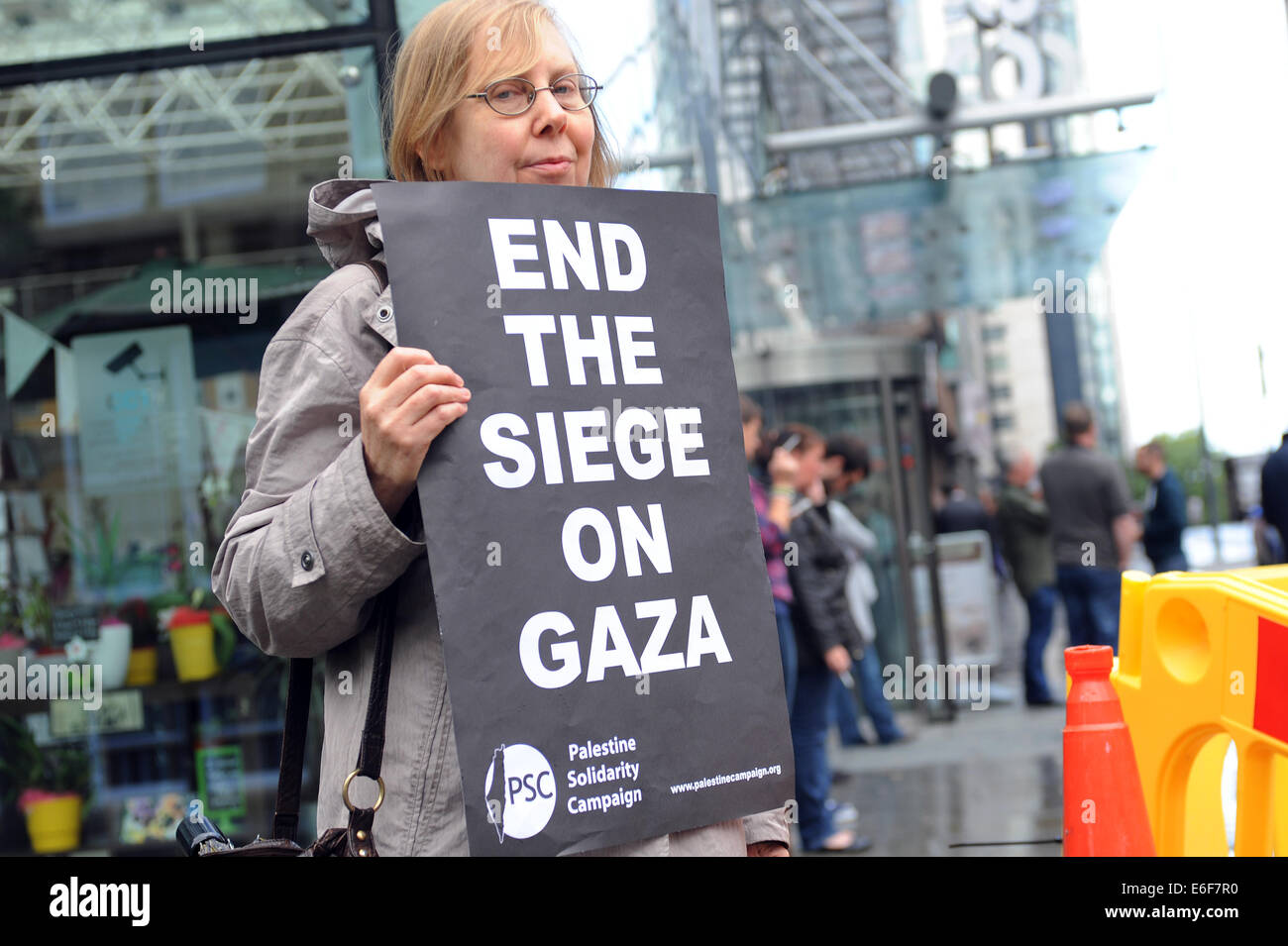 Liverpool, UK. Friday 22nd August 2014. A quiet and solemn commemoration of those killed in Gaza in recent weeks - Stock Image