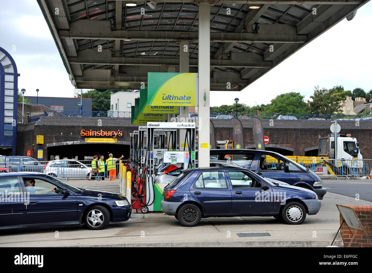Brighton UK - Drivers filling up with fuel petrol at BP service station Stock Photo