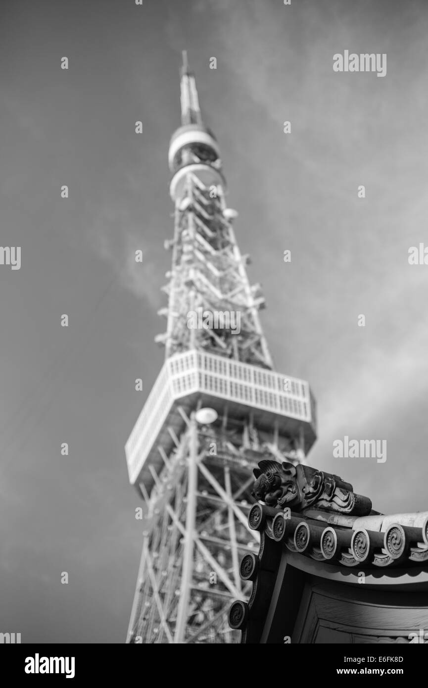Tokyo tower with a temple roof in the foreground - Stock Image