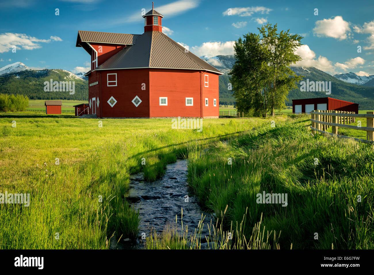 Triple Creek barn and stream. Joseph, Oregon - Stock Image